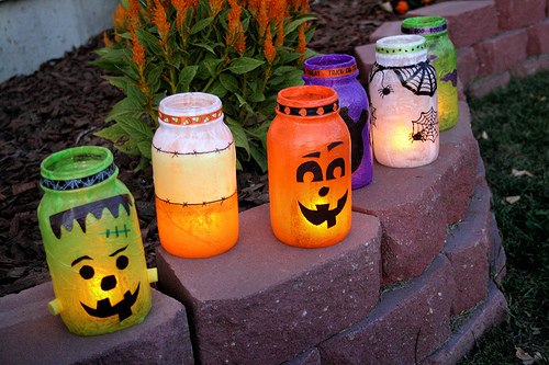 diy-spooky-outdoor-halloween-lanterns