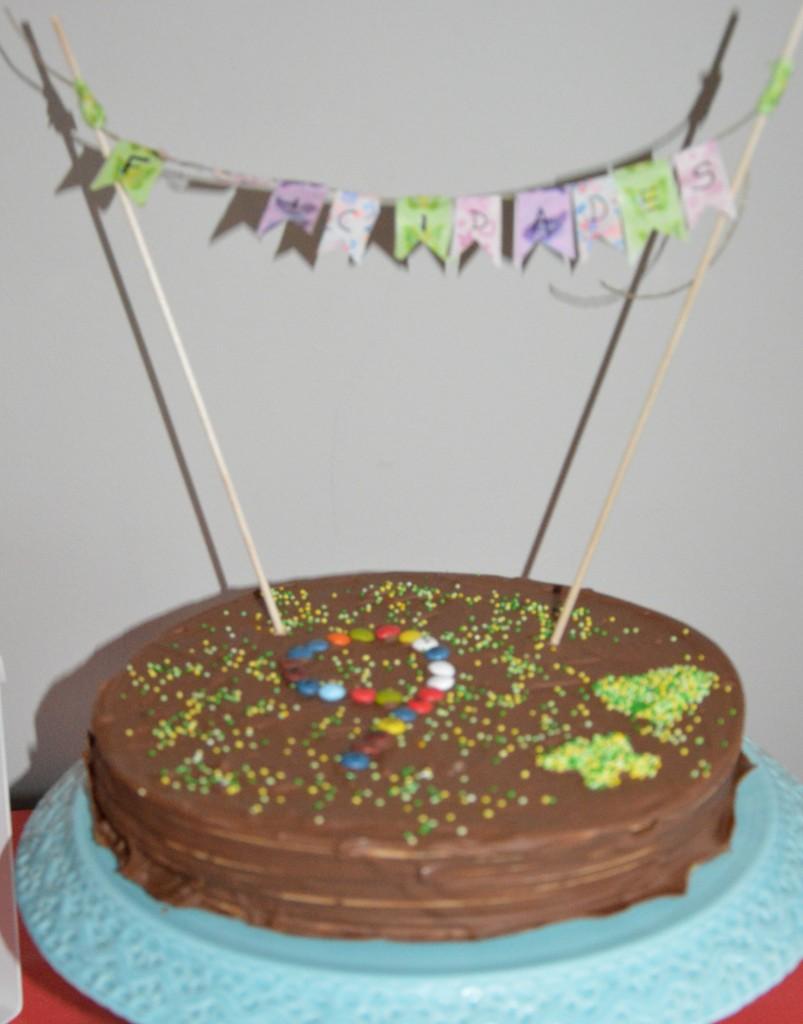 Tarta de cumpleaños de huesitos