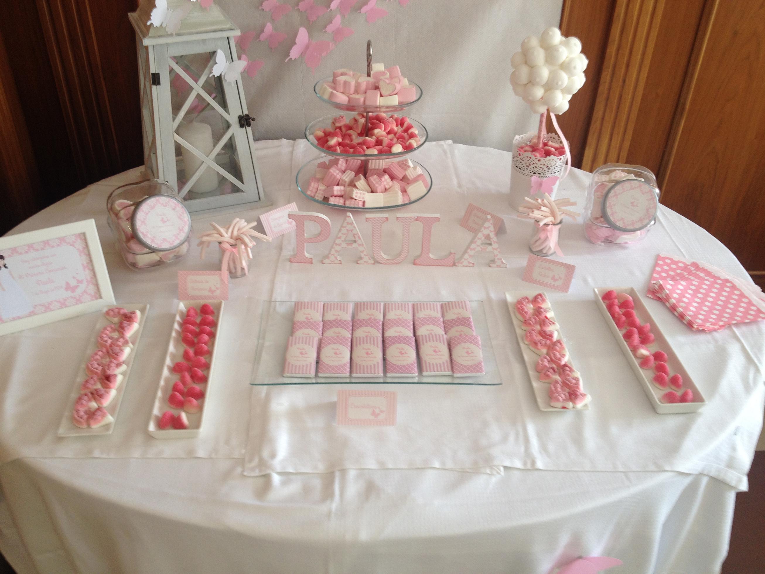 Primera comuni n mesa dulce rosa y mariposas en un for Mesas dulces comunion nina