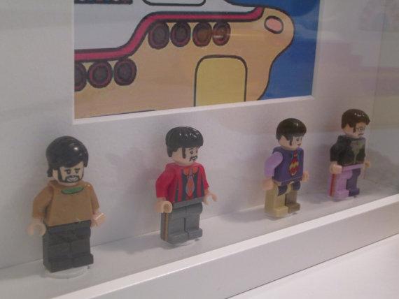 cuadro yellow submarine lego minifiguras