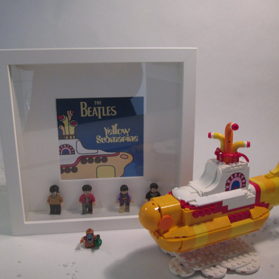 cuadro yellow submarine lego minifigures