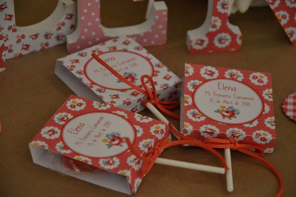 Piruletas personalizadas primera comunión floral rojo y blanco tipo cath kidston