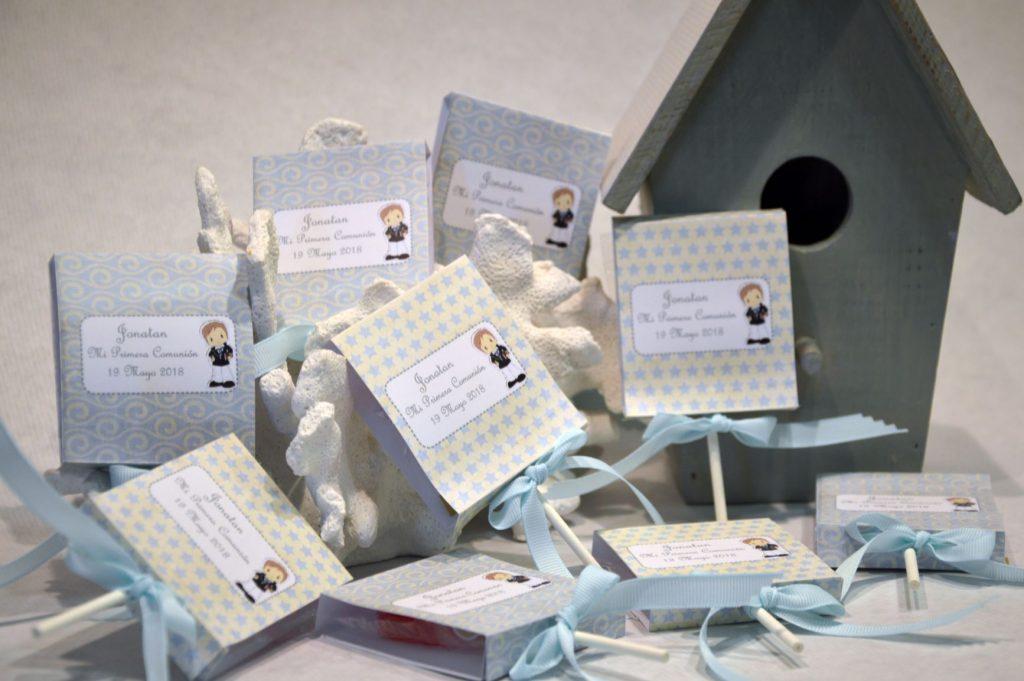 Chocolatinas personalizadas  y piruletas primera comunión azul clarito