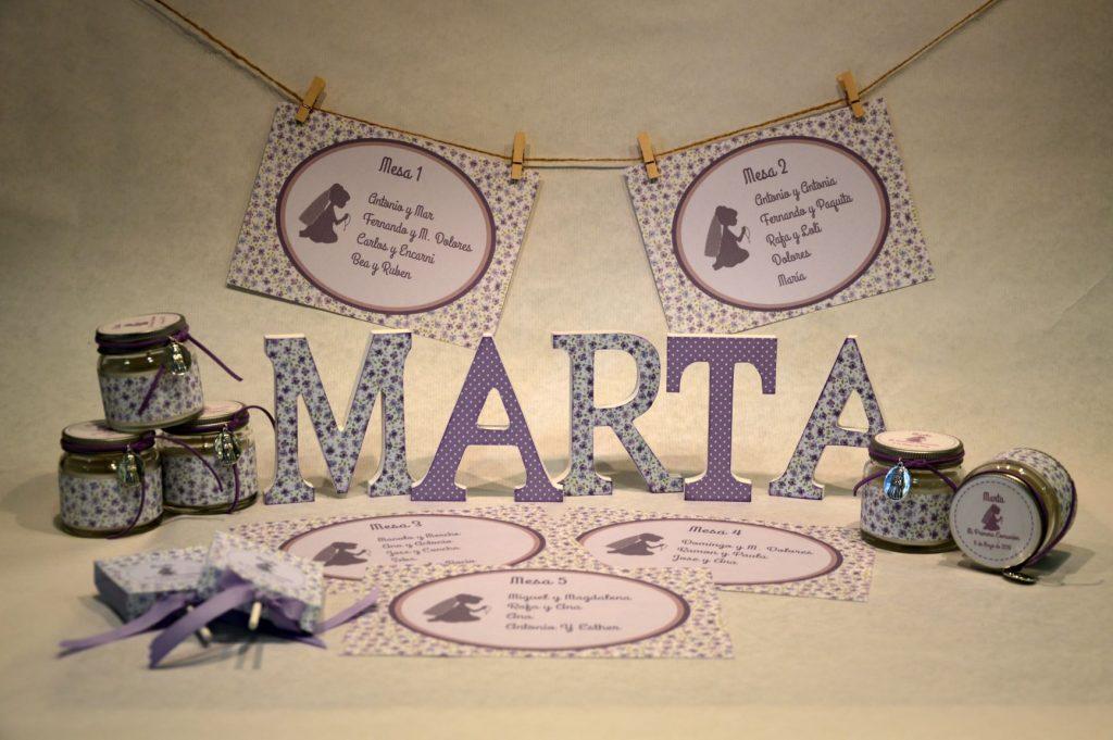 Detalles primera comunion lila letras decoradas