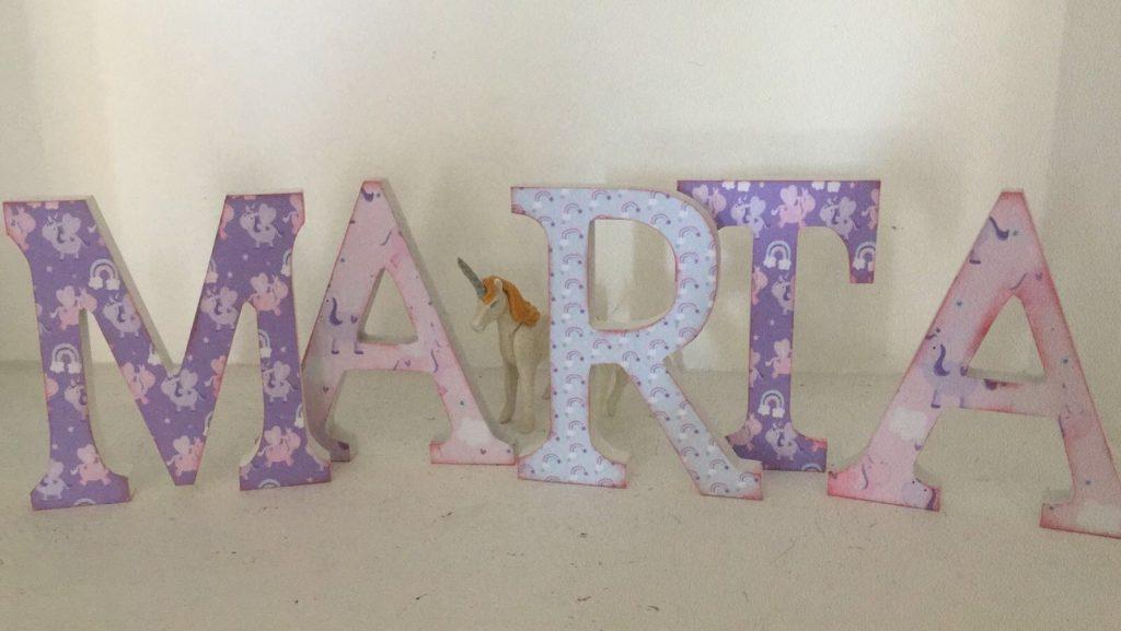 Letras decoradas lilas y rosas unicornios